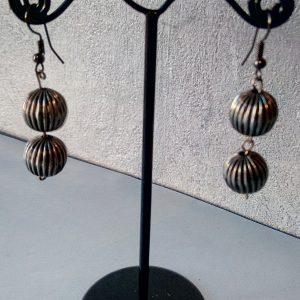 Boucles d'oreilles perles de métal argenté