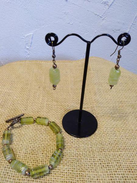 Boucles d'oreilles et bracelet en pâte de verre