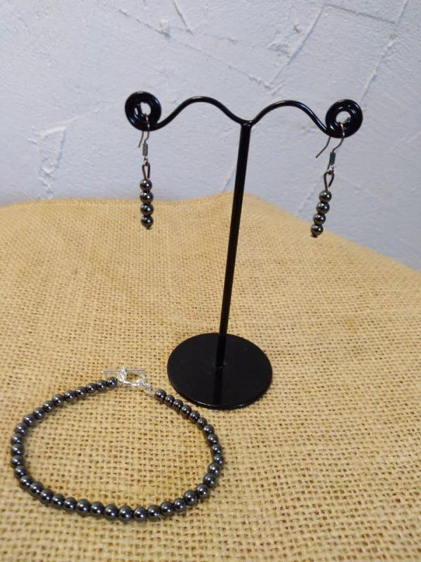 Boucles d'oreilles et bracelet en pierre d'hématite